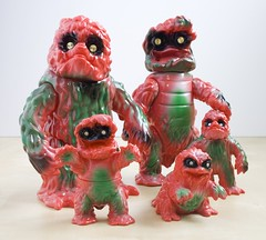 Gargamel Hedoran red family (fun9us) Tags: family red green standing walking full size crawling min gargamel hedorah hedoran hedolan
