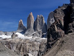 Las Torres del Paine (Marioleona) Tags: chile patagonia mountains paisaje andes cordillera montañas torres paine mariobrindisi cainapoli