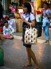 Hua Lamphong Station (GB-in-TH) Tags: thailand student uniform asia bangkok candid th srt hualamphong krungthep ราชอาณาจักรไทย กรุงเทพมหานคร staterailwayofthailand บางกอก hualamphongsrt rongmueang