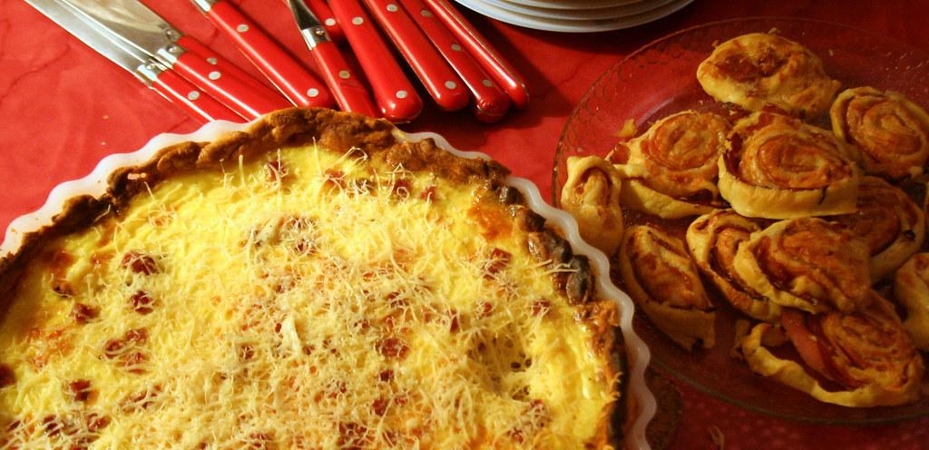 Quiche lorraine et roulés jambon fromage
