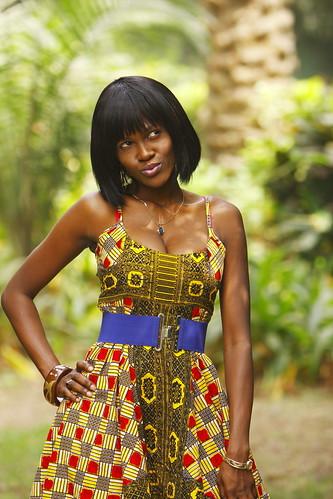 フリー画像| 人物写真| 女性ポートレイト| 黒人女性| 黒人| ドレス| ガーナ人|     フリー素材|