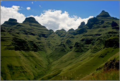 Cathedral peak, Drakensberg, Sudfrica (Santi Martin) Tags: africa mountain landscape southafrica peak paisaje pico montaa drakensberg sudfrica