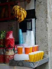 Frutas, jugos y aguas.... (L´OSSERVATORE) Tags: city mexico mexicocity df mexique jugos ciudaddemexico distritofederal messico jugo licuado licuados juguería ciudadmonstruo