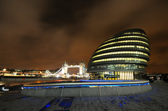 London City Hall at night (5ERG10) Tags: uk longexposure england building london sergio thames architecture modern night towerbridge reflections river lights evening nikon cityhall tripod southbank normanfoster architettura d300 greaterlondonauthority sigma1020 nohdr amiti 5erg10 sergioamiti