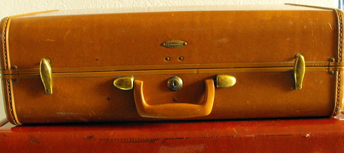 VINTAGE SAMSONITE BROWN MEDIUM LUGGAGE - a photo on Flickriver