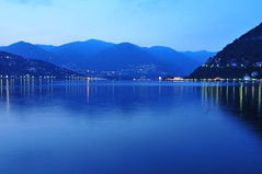 Lago di Como at night