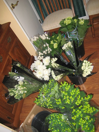DIY Green and White bouquets wedding diy flowers bouquets white green