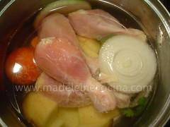 Las piernitas del pollo en el agua