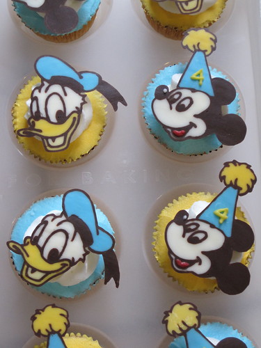Donald Duck & Mickey Mouse Cupcakes