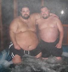 Блядюшка на два толстых хуя