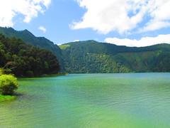 Lagoa de Santiago - Sete Cidades, So Miguel (twiga_swala) Tags: blue verde green portugal miguel gua azul volcano scenery san sete lagoon lagoa laguna serra sao volcanic pau so miradouro vulcano azores cidades aores vulco barrosa vulcanic acores somiguel