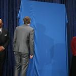 National Portrait Gallery Unveils Shepard Fairey's Portrait of Barack Obama thumbnail