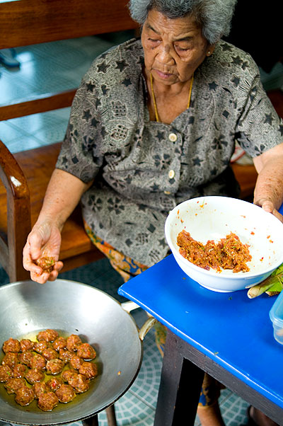 Khun Yai deep-frying jin lung, a local-style meatball, Mae Hong Son