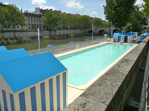 Paris Plage. Le bassin : plein deau mais parfois vide. Photo : JasonW
