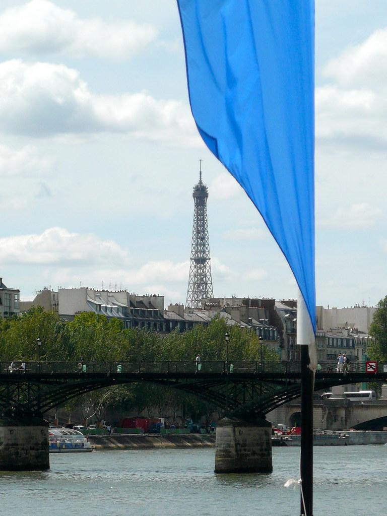 On a beau être à la plage, mais certain monuments nous rappellent qunous sommes bel et bien )à Paris... Photo: JasonW