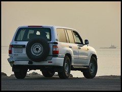 FZJ100 (///Lonely No More///M (^___^)) Tags: sea r landcruiser doha qatar gx gxr             fzj100