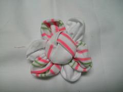Florzinha (MorenArteirA) Tags: broche flor fuxico quadrada oncinha malha malhinha