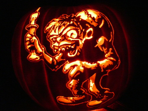 3909820660 0bb85a5f41 65 Creative Pumpkin Carving Designs