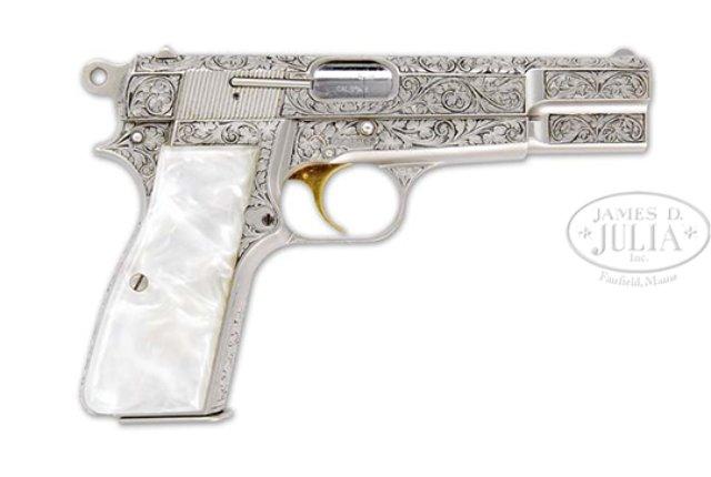 julia-firearms-auction-1