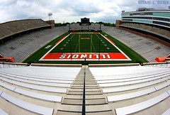Memorial Stadium - University of Illinois (Richard E. Ducker) Tags: football illinois american universityofillinois illini fightingillini urbana champaign fighting ncaa futebol universidade americano