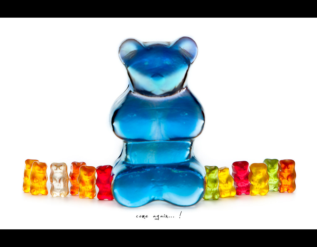 Project 365, 273/365, Day 273, bokeh, strobist, colours, big guy, on white, white background, gummy, bears, gummi bear, Gummibär, Bär, Bärchen, haribo, Gummibärchen, Gummibären, canon ef 70-200 f2.8 is,