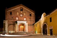 Fari a Morimondo (Veronica Gallan) Tags: luci lombardia architettura notturne canonefs1022mmf3545usm 2011 morimondo abbaziadimorimondo