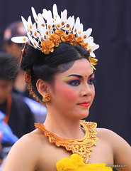 Candid (Helminadia Ranford) Tags: portrait bali girl beautiful festival lady indonesia dance candid traditional balinese 70200mm canon50d