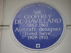 Photo of Geoffrey De Havilland blue plaque