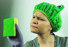 e questa macchia? (Stella di Casa) Tags: house verde home clean housewife casalinga desperatehousewife cuffietta colorphotoaward spugnetta nonperiodo stelladicasa casalingaesaurita mimancapan76 donnaistericapacchiosa