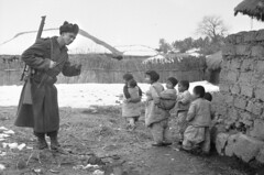G'day in Korea, 1951 (Australian War Memorial collection) Tags: snow children military rifle korea armedforces koreanwar  australianwarmemorial smle leeenfield  riflescope 3rar shortmagazineleeenfield leeenfieldrifle 3rdbattalionroyalaustralianregiment