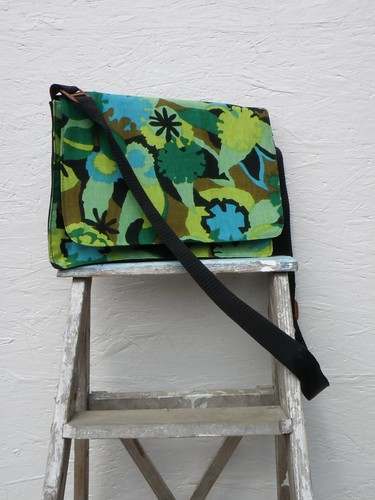 Retro Flower Messenger Bag - Green