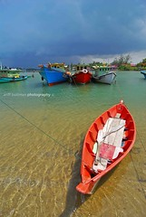 sampan merah (Ariff Budiman) Tags: photography channel abr flickraward earthasia abpv ariffbudimanphotography piclogicteam simplyphotography visitterengganu2009 abpvmy journalmalaysian photographernational