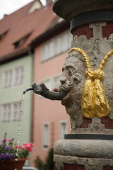 Medieval Alien (@richlewis) Tags: water fountain statue canon germany square deutschland eos town drops platz alien medieval hrgiger rothenburgobdertauber canonefs1755mmf28isusm 450d