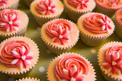 3872113748 c6ef3bef23 Rose Cupcakes for Mothers Day