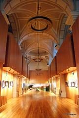 Vista de la zona de exposiciones del Albergue Jesús y María de Pamplona
