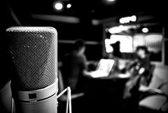 (Co-co-ro) Tags: radio cabina microfono entrevista ibero gabinete