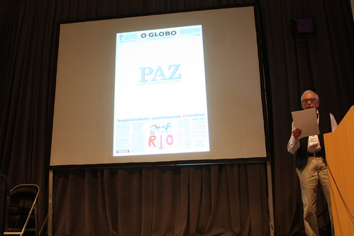 Léo Tavejnhansky charla sobre la historia gráfica del periódico.