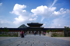 {22} Gyongbokgung Palace (Tung P.T.) Tags: sky cloud architecture landscape gate korea nikond70s seoul 365 hanoicorner langthang nikkor1855mmf3556giied flickrvietnamese gyongbokgungpalace tungpt
