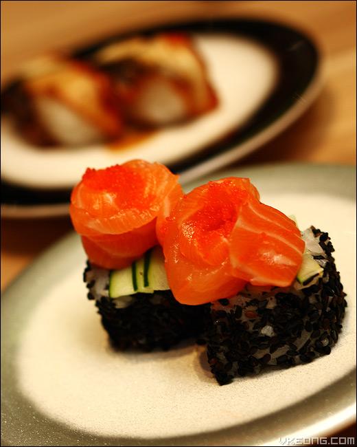 salmon-sesame-sushi