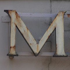 letter M (Leo Reynolds) Tags: canon eos iso400 m mmm letter oneletter 135mm f130 0008sec 40d hpexif grouponeletter lettercream xsquarex xleol30x