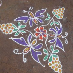 painting flower on the road/South India