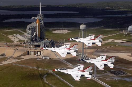 フリー画像| 航空機/飛行機| 戦闘機| サンダーバーズ| F-16 ファイティング・ファルコン| F-16C Fighting Falcon|      フリー素材|