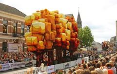 Wagen Kiekebos (Omroep Brabant) Tags: flowers holland colors corso parade streetparade brabant bloemen dahlias kleurrijk flowerart omroepbrabant zundert bloemencorsozundert wwwomroepbrabantnl