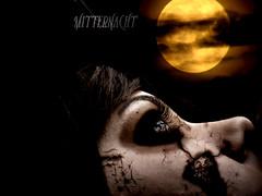 Mitternacht (odiaresuntalento) Tags: moon black me photoshop gold photo eyes zombie ella mirada mak retoque doscaras odiaresuntalento