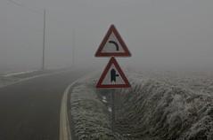 Curve on the Left ?!?! (Matteo Mossini) Tags: road winter fog 50mm nikon d70 f14 neve nikkor curve nebbia inverno 2009 segnaletica gettyimages gennaio stradale curva lest sinistra segnaletic borgolavezzaro brinax
