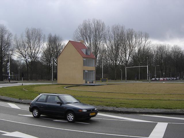 Tilburg: Rotating House