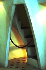 Casa Batll. Interior Buhardillas  13702 (javier1949) Tags: barcelona color ladrillo luz arquitectura monumento interior unesco escalera patio gaud azulejo cristal modernismo catalua cermica escaleras casabatll gracia bic piedra hierro antonigaud carpintera paseodegracia patrimoniomundial patrimoniodelahumanidad trencadis arenisca biendeinterscultural vidriado elensanche bvedastabicadas