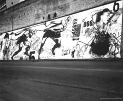 Pop Up! (b_sonia) Tags: street b urban blackandwhite italy white streetart black art film rolleiflex strada italia contemporary w n an bn popup sonia bianco 2009 nero bianconero marche biancoenero ancona marches benedetto pellicola artecontemporanea artecontemporaneanellospaziourbano soniabenedetto carlzeissjenatessar75