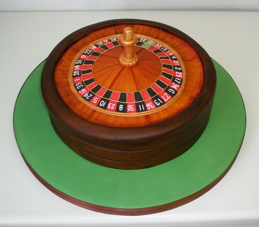 14_Roulette_wheel_cake_by_Dragonsanddaffodils