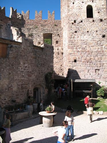 Blick auf den Innenhof der Burganlage
